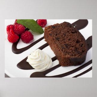 Impresión deliciosa de la torta de chocolate