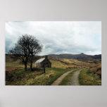 Impresión escocesa del paisaje de la montaña poster