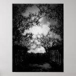 Impresión gótica del paisaje de las noches lluvios póster