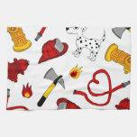 Impresión linda del amor del bombero toallas de cocina