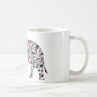 Impresión loca del elefante del flower power de taza básica blanca