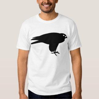 Impresión negra del pájaro del halcón de peregrino playeras