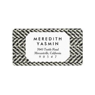 Impresión negra del tweed de la raspa de arenque y etiqueta de dirección