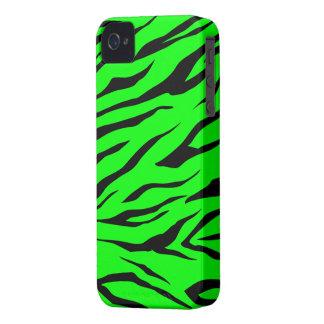 Impresión negra/verde fresca del tigre - caso del  iPhone 4 Case-Mate fundas