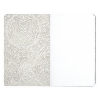 Impresión neutral de la mandala del tapetito de ma cuadernos grapados