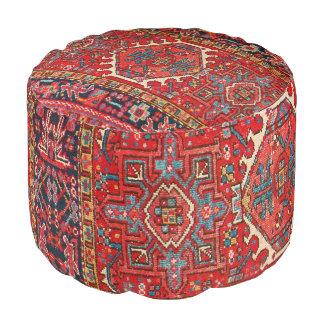 Impresión oriental antigua de la alfombra turca o puf redondo