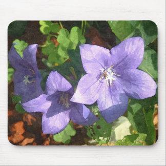 Impresión púrpura del arte de la flor de la planta tapete de ratones