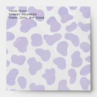 Impresión púrpura del monograma y blanca dálmata sobre
