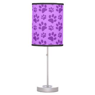 Impresión púrpura en colores pastel de la pata del