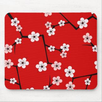 Impresión roja de la flor de cerezo tapete de ratón