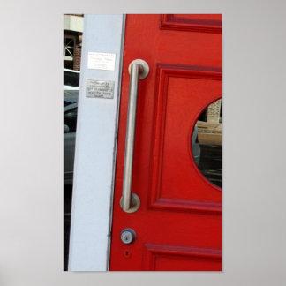 Impresión roja de la puerta poster