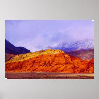 Impresión roja de la roca y de las nubes póster