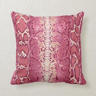 Impresión rosada #1 de la piel de serpiente cojín