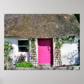 Impresión rosada de la puerta de la cabaña poster