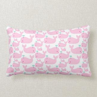 Impresión rosada del cuarto de niños de la ballena almohadas