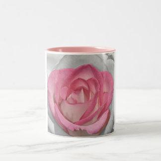 Impresión rosada del rosa del vintage taza dos tonos