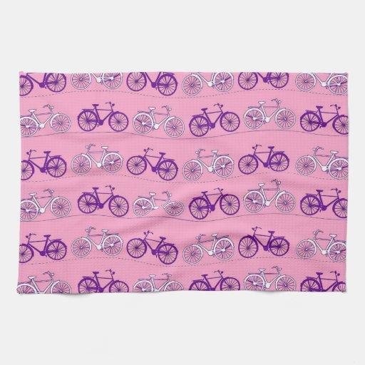 Impresión rosada y púrpura bonita de las bicis de  toallas