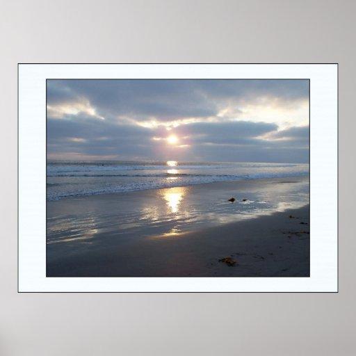 Impresión tempestuosa de la puesta del sol de la p póster