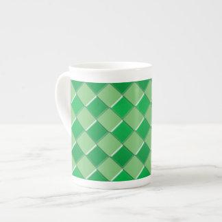 Impresión verde del modelo de los cuadrados taza de porcelana