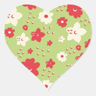 Impresión verde y rosada del pétalo de la flor del pegatina corazón