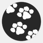Impresiones animales de la pata pegatina redonda