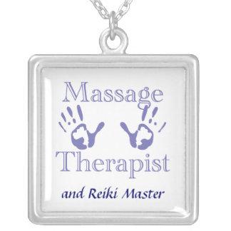 Impresiones de la mano del terapeuta del masaje colgante cuadrado