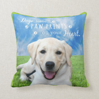 Impresiones de la pata de la licencia de los perro almohada