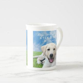 Impresiones de la pata de la licencia de los perro taza de porcelana