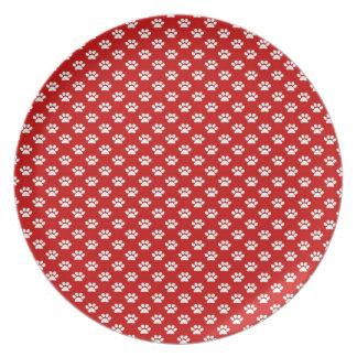 Impresiones de la pata en rojo plato para fiesta