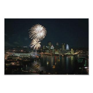 Impresiones de Pittsburgh en la noche con los fueg Cojinete