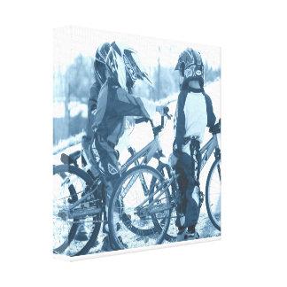 Impresiones jovenes de la lona de los ciclistas impresión de lienzo