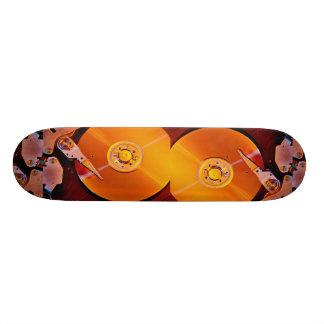Impulsión dura con el disco de oro tabla de skate