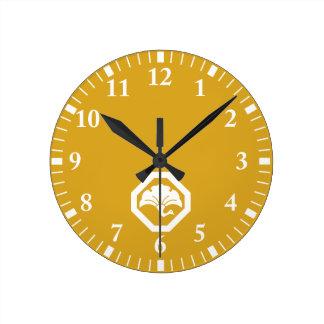 In corner cutting angle ginkgo crane round clock