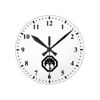 In corner cutting angle ginkgo round clock