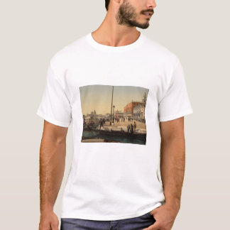 In Front of Doge's Palace, Venice, Italy T-Shirt
