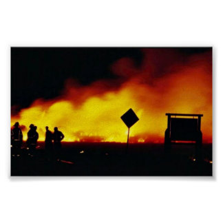 Incendio fuera de control en la reserva primera de póster
