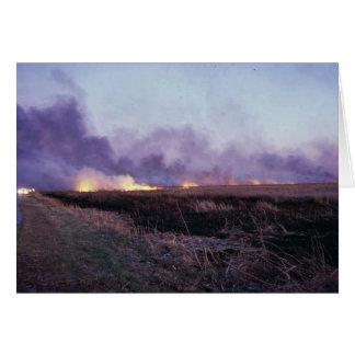 Incendio fuera de control en la reserva primera de tarjeta de felicitación