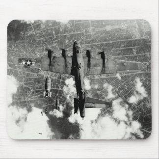 Incidente no.3 del fuego amigo de WWII B-17 Alfombrillas De Ratón