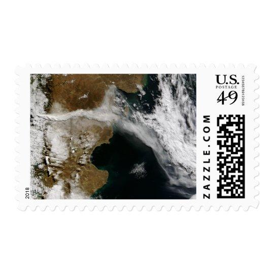 Incinere el penacho de la erupción del volcán de timbres postales