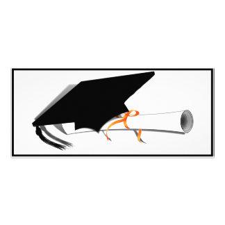 Inclinación del casquillo de la graduación con el tarjetas publicitarias a todo color