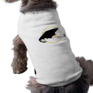 Inclinación del casquillo del graduado añada el c camiseta de perrito