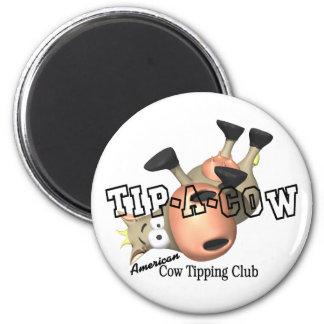 Incline las camisetas y los regalos de una vaca imanes para frigoríficos