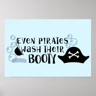 Incluso los piratas lavan su diversión del tiempo póster