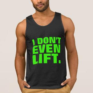 Incluso no levanto las camisetas sin mangas