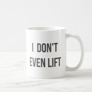Incluso no levanto tazas de café