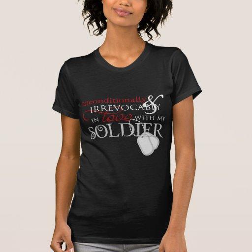 Incondicional en amor con mi soldado camiseta