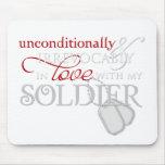 Incondicional en amor con mi soldado alfombrilla de raton
