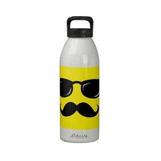 Inconformista de moda del bigote sonriente incógni botellas de beber