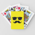 Inconformista de moda del bigote sonriente incógni baraja cartas de poker