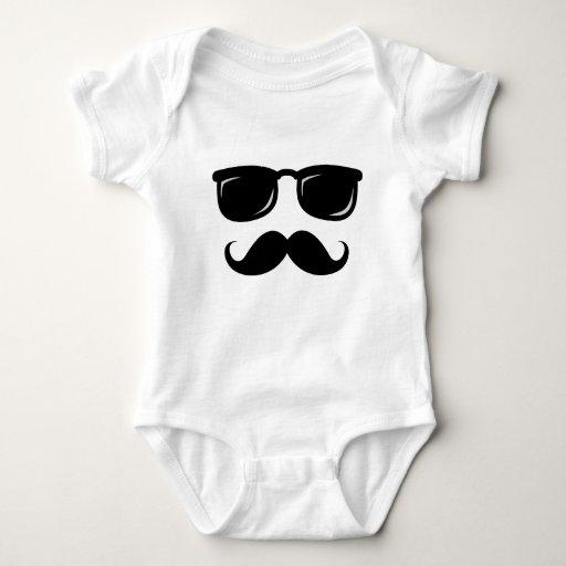 Inconformista de moda del bigote sonriente t-shirts